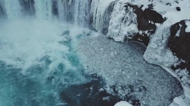 Letecký pohled na krásné zimní Godafoss vodopádů ve dne, Island