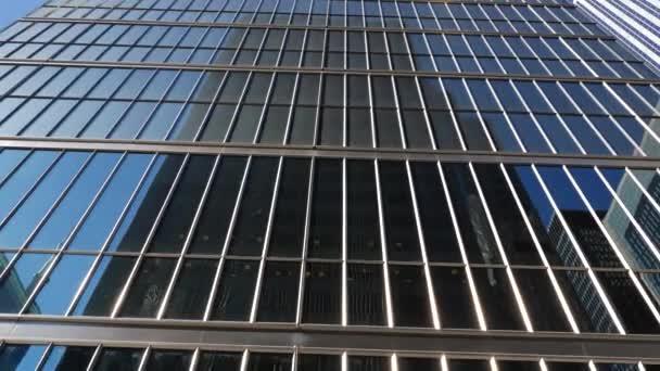 Architektura budov úřad v centru města na denní, pohled zespodu