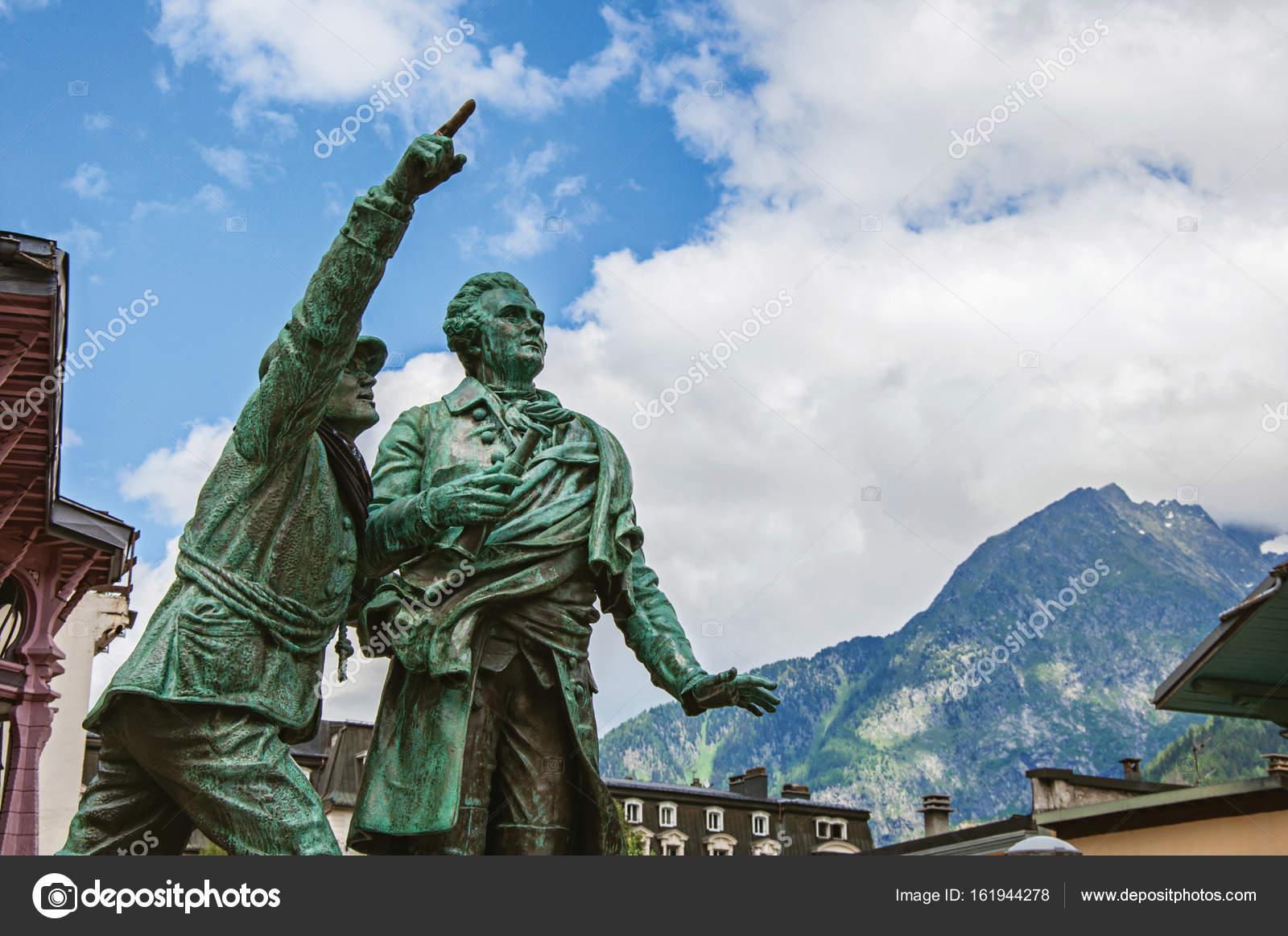 https://st3.depositphotos.com/13319972/16194/i/1600/depositphotos_161944278-stock-photo-statue-in-honor-of-balmat.jpg