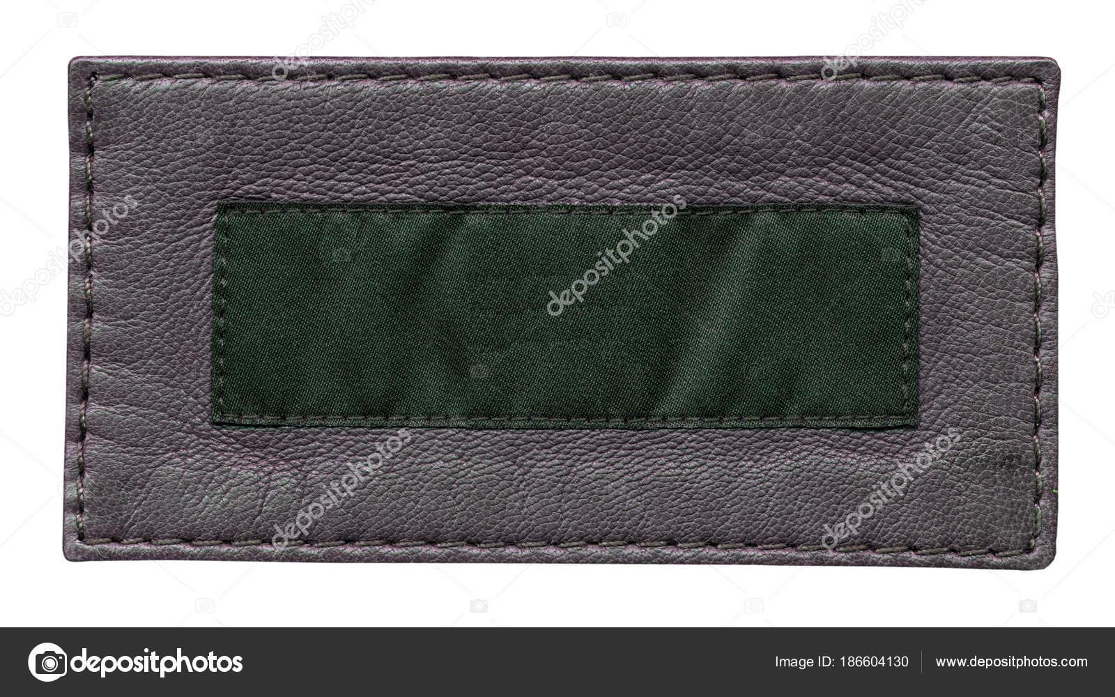 f9d39eccca Κενό γκρι δέρμα και πράσινα κλωστοϋφαντουργικών ετικέτα απομονωθεί σε  λευκό– εικόνα αρχείου