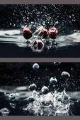 Kirschen und Blaubeeren fallen ins Wasser