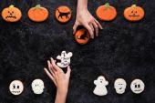 a nők gazdaság házi halloween süti