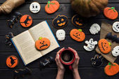 nő olvasókönyv a halloween