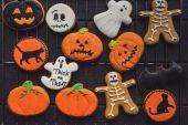 Photo composition of halloween cookies