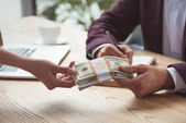 podnikatelé s dolarové bankovky