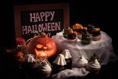 Photo halloween cupcakes and pumpkin