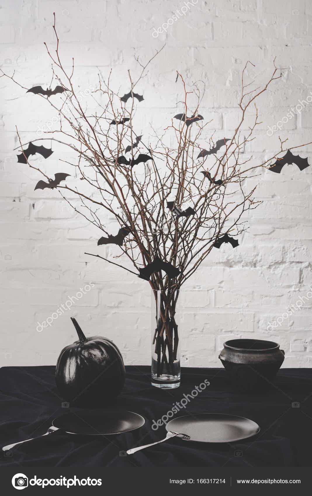 Halloween Dekoration Auf Dem Tisch Stockfoto C Vadimvasenin 166317214
