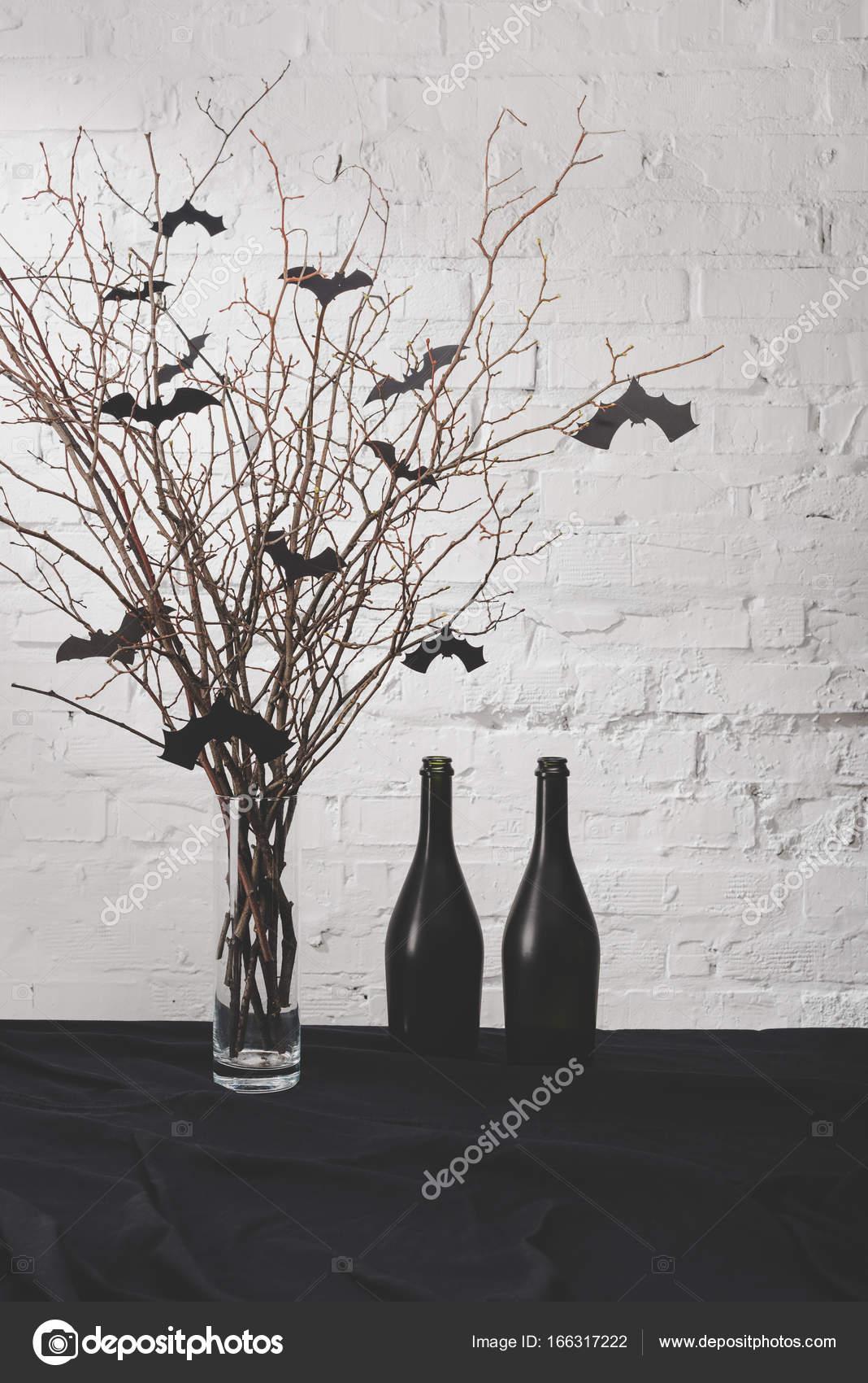 Halloween Dekoration Auf Dem Tisch Stockfoto C Vadimvasenin 166317222