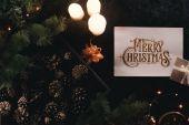 dárky a vánoční ozdoby