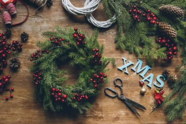 fir wreath with word Xmas