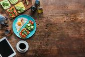 egészséges reggeli és kávé