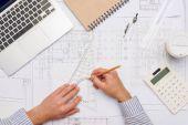 Architekt s plány