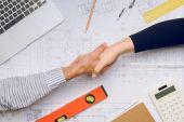 architekti potřesení rukou