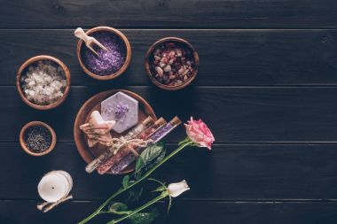 spa treatment in wooden plates