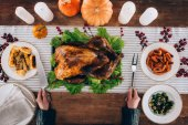 Cook cut turkey on thanksgiving day
