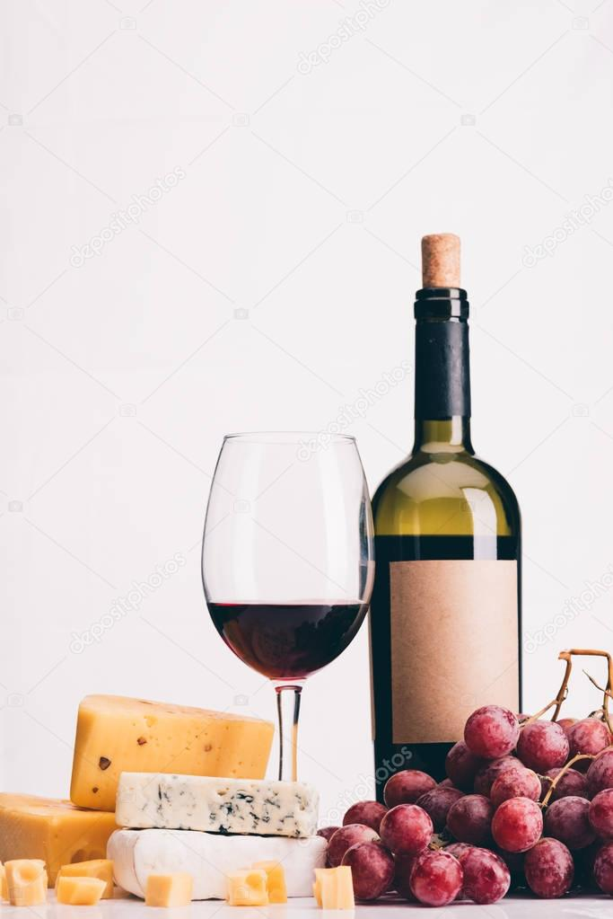 grapes, wine and various types of cheese
