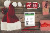 Vánoční ozdoby a digitální tablet
