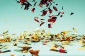 csökkenő konfetti