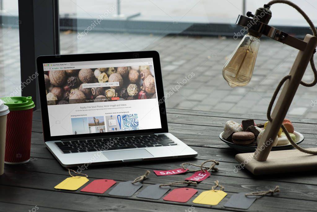laptop with depositphotos website