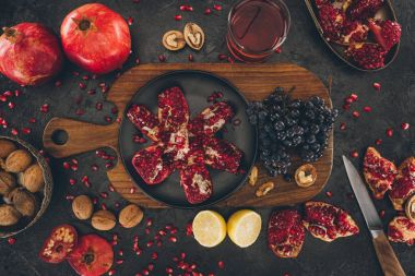 preparation of homemade pomegranate juice
