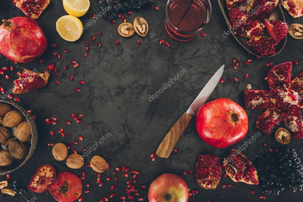 preparation of homemade pomegranate juice