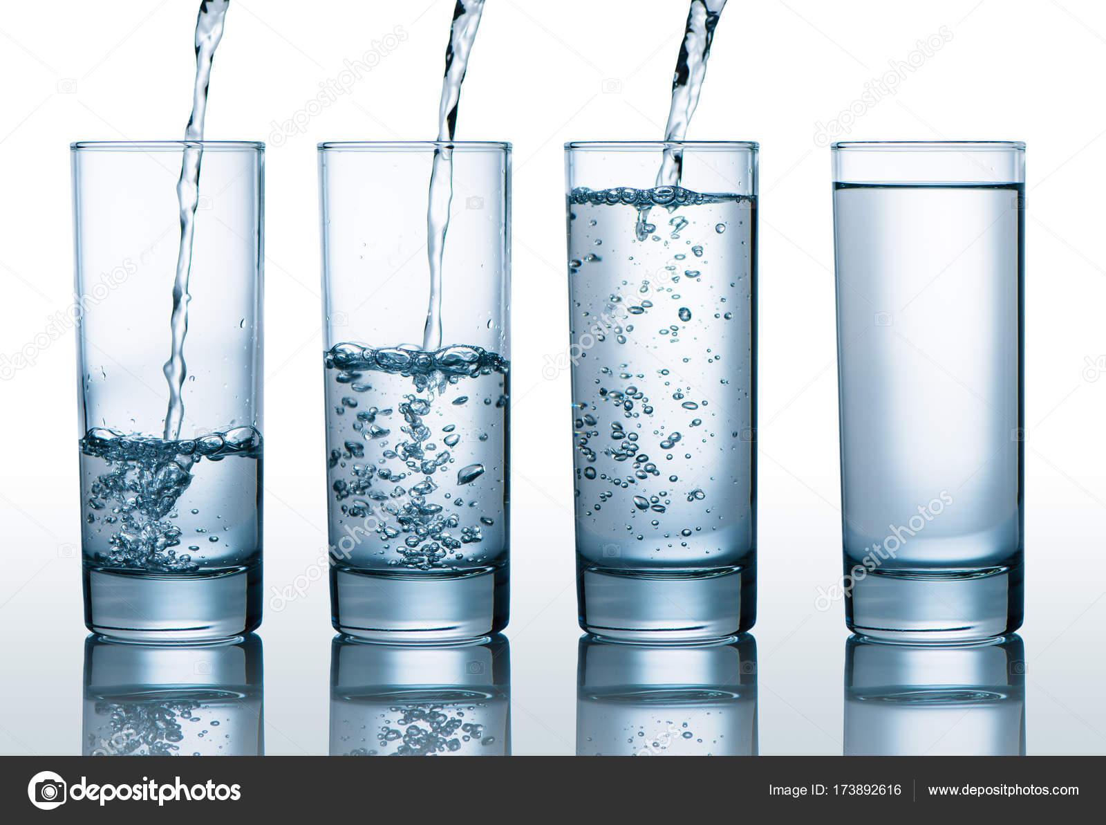 Vasos Con Diferentes Niveles De Agua