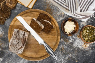 bread and knife on cutting board