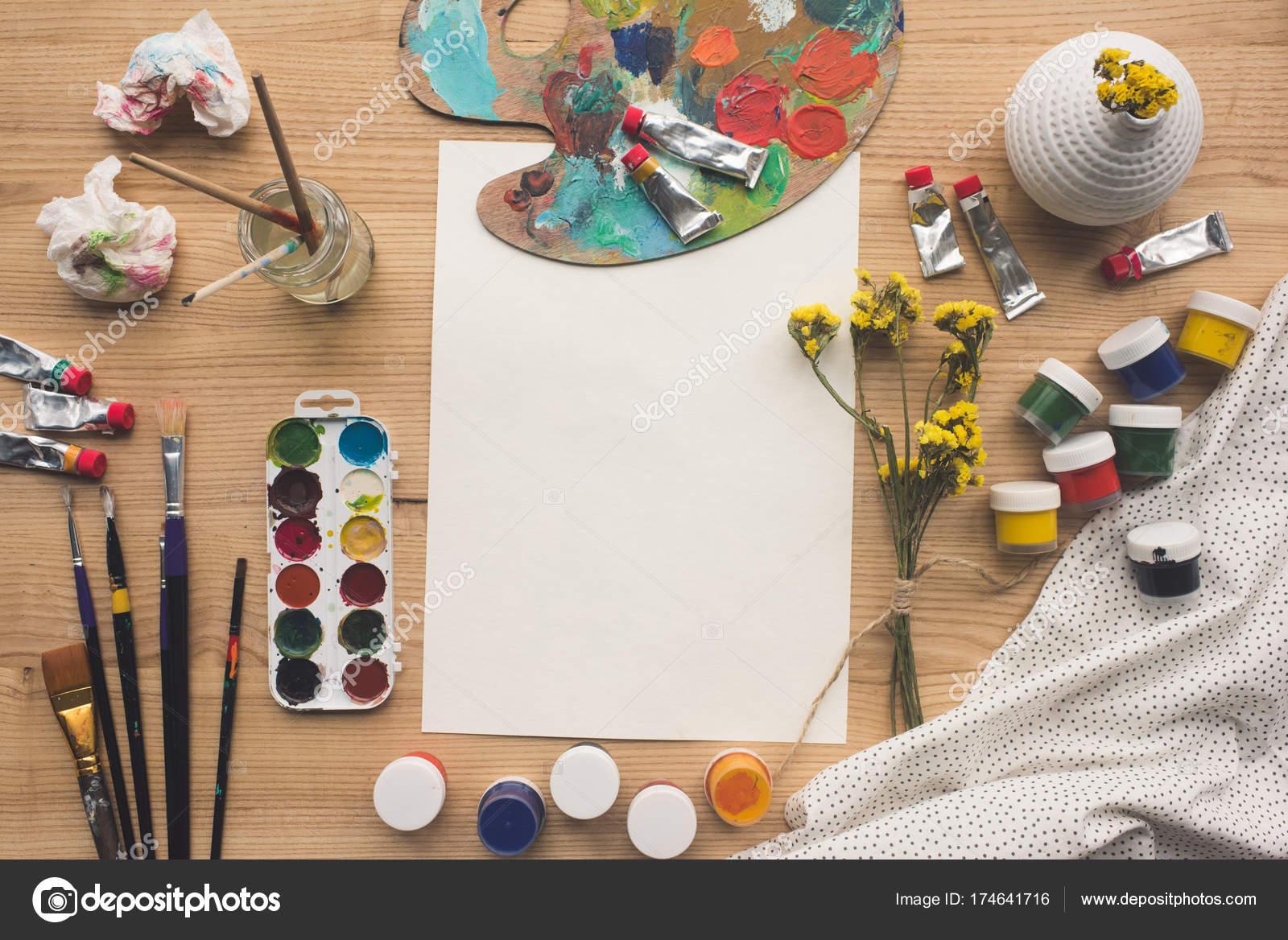 Blatt Papier und Palette mit Farben — Stockfoto © VadimVasenin ...