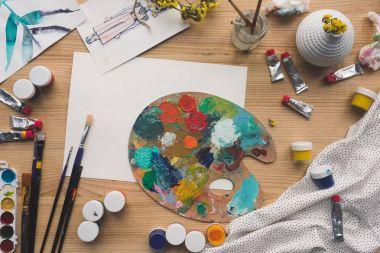 palette with oils paints