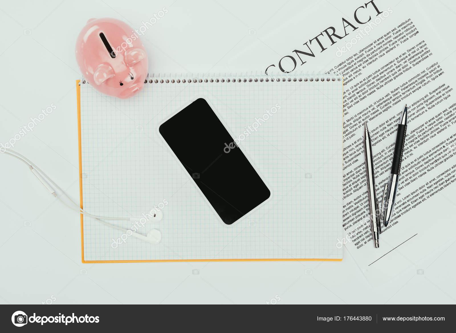Draufsicht Des Smartphone Mit Leeren Bildschirm Notebook Vertrag Mit ...