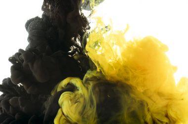 """Картина, постер, плакат, фотообои """"смешивание черной и желтой красок, изолированных на белом """", артикул 177318878"""