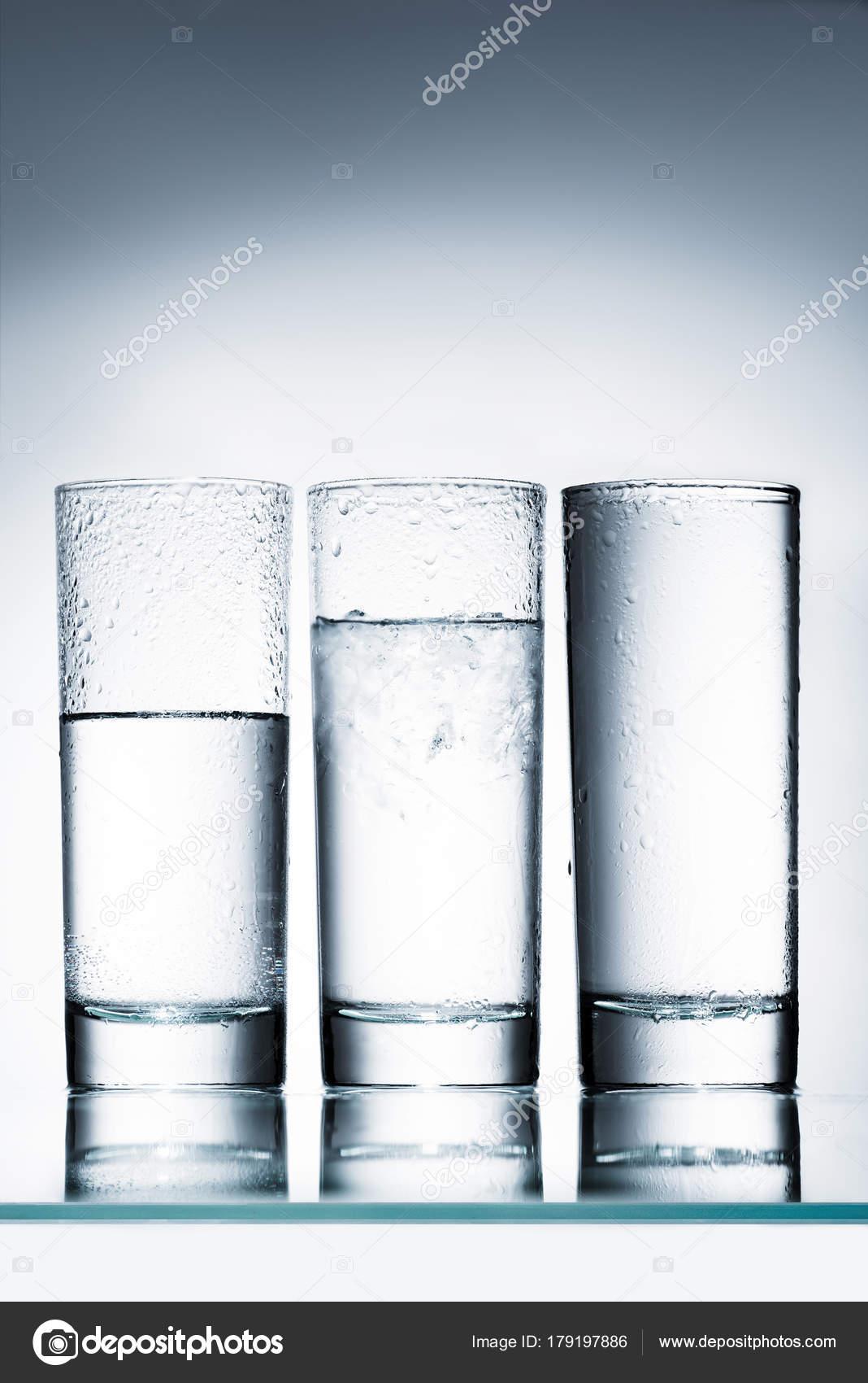 Szklanek Wody Wiersz Różnych Poziomach Powierzchni
