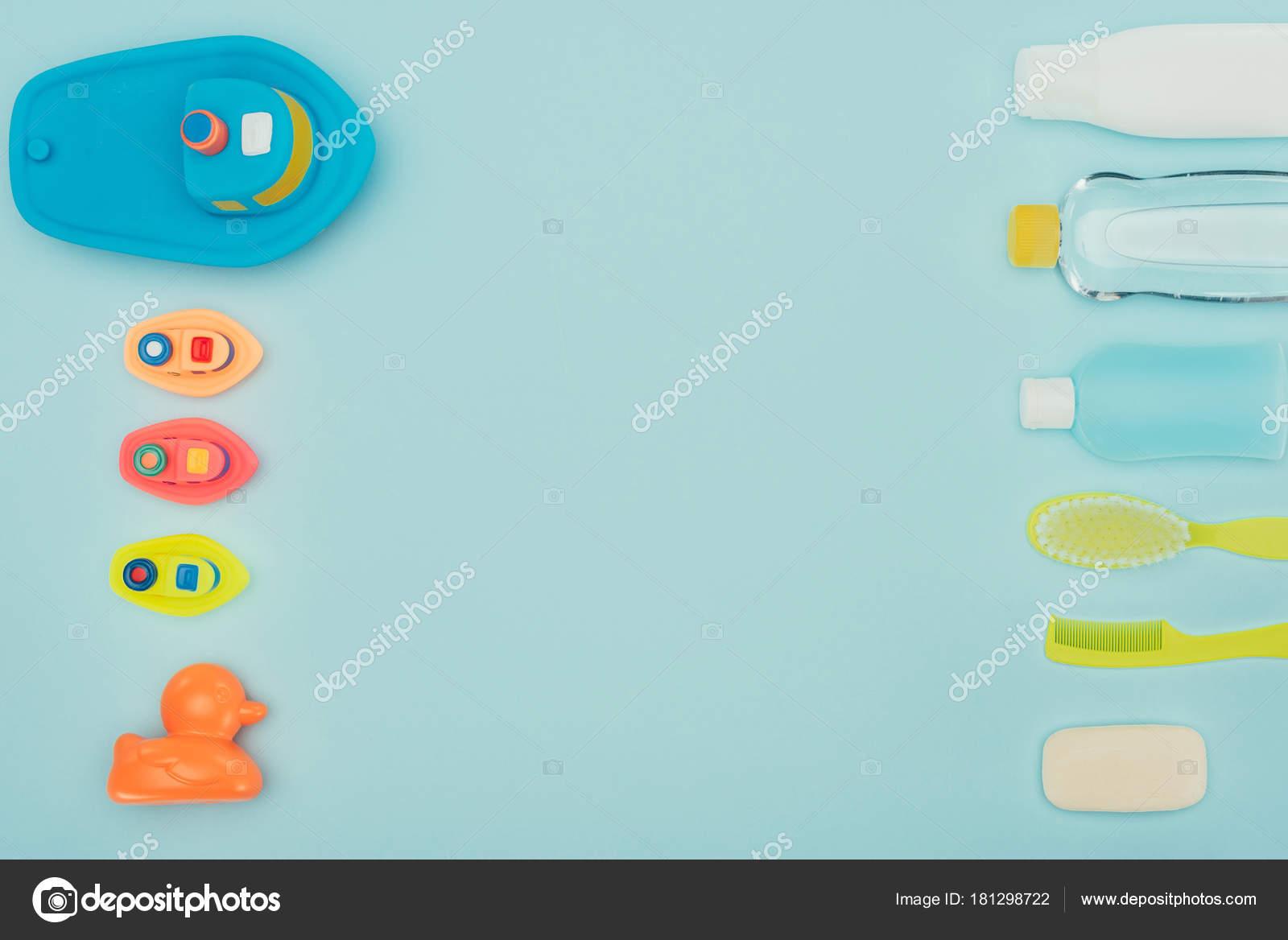 Bovenaanzicht Van Babyspeelgoed Badkameraccessoires Geïsoleerd Blauw ...
