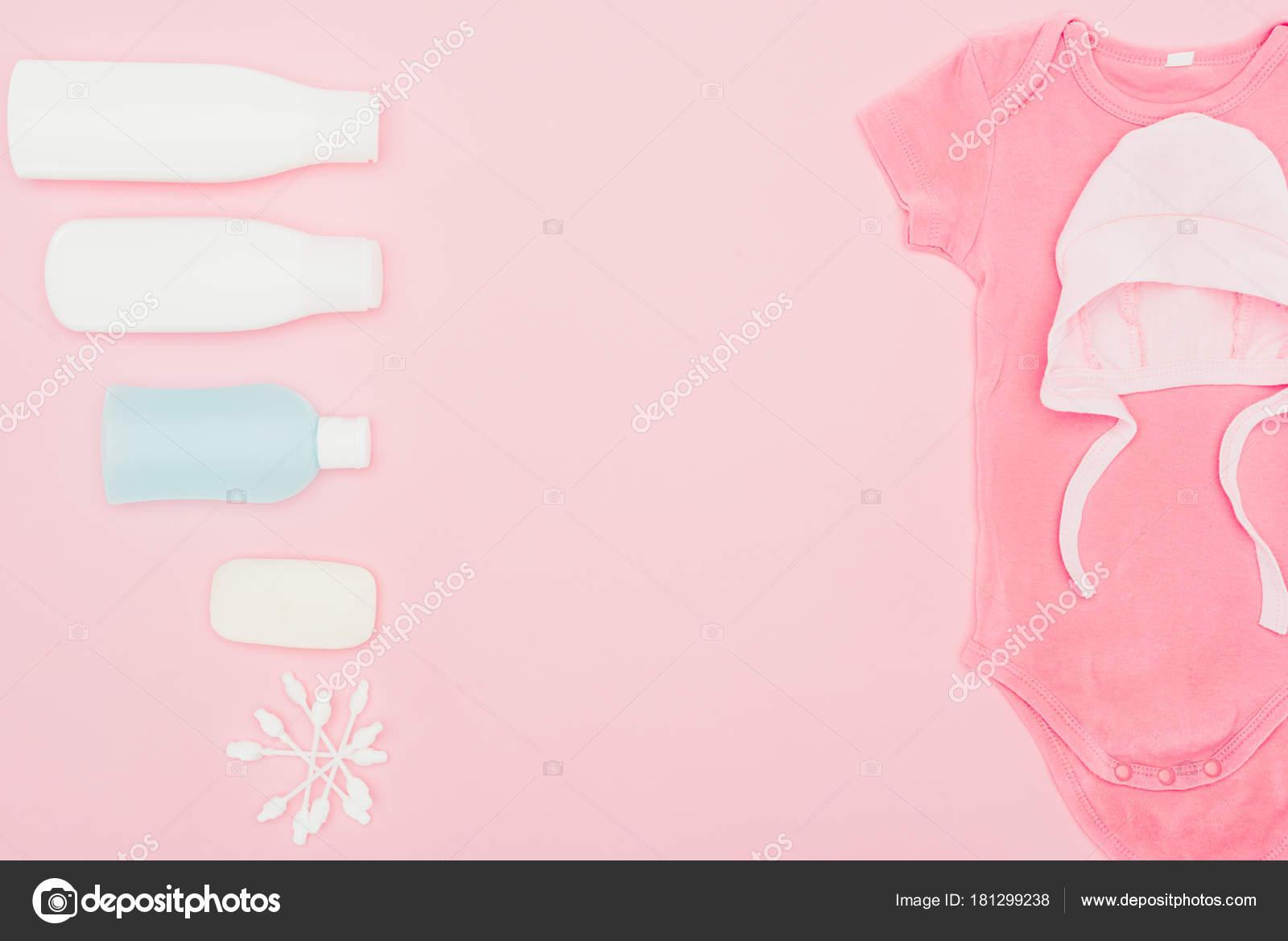 Badkamer Accessoires Roze : Top uitzicht babykleding badkamer accessoires geïsoleerd roze