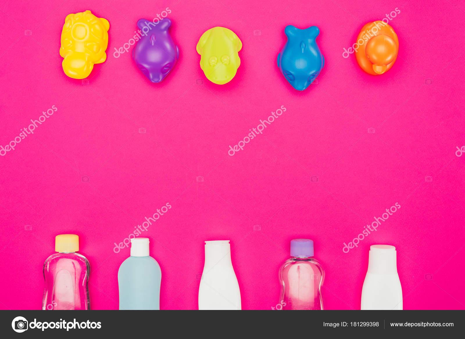 Vista superior juguetes accesorios ba o aislados rosa for Accesorios bano rosa