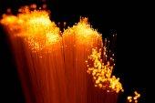 Fotografie Zblízka zářící oranžové optika vláken textury