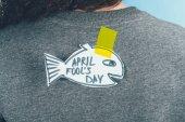 hát Nézd nő kézzel rajzolt halat vissza, április bolondok napja koncepció