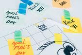 Fotografie Nahaufnahme des Kalenders mit April fools Day Schriftzug auf grauem Untergrund isoliert, Aprilscherze Tag Ferienkonzept