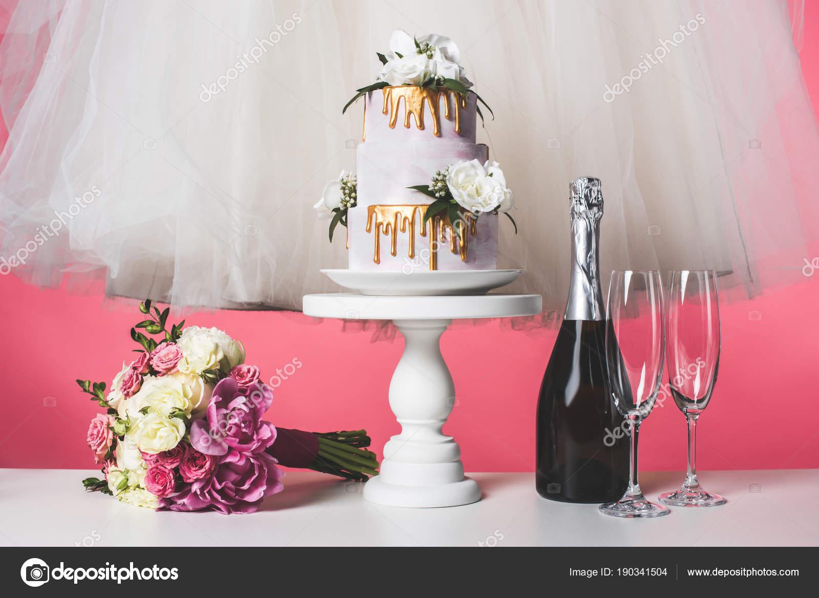 Ramo Boda Torta Vestido Blanco Aislado Rosa — Foto de stock ...