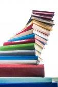 Spirálová věž barevné vrstvené knih
