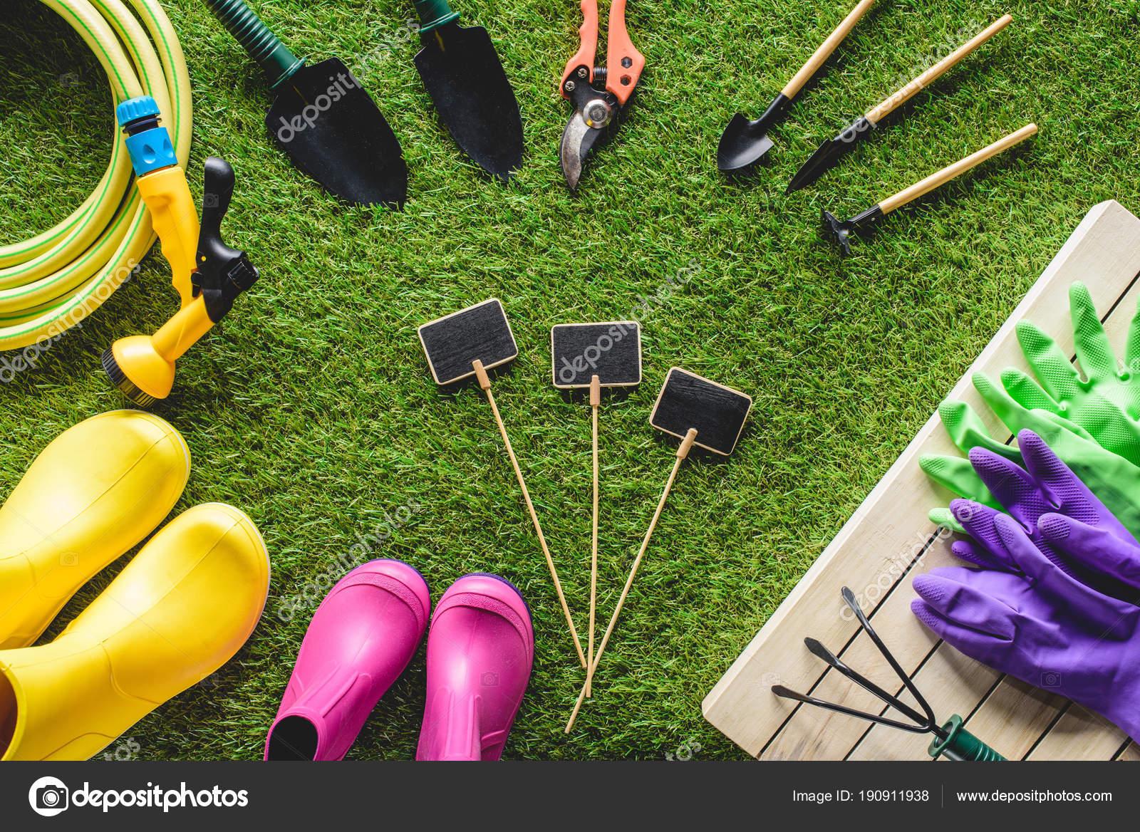 Vista superior pizarras vac os rodeado botas goma equipo - Guantes jardineria ...