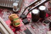 Mikrochip és alkatrészek digitális áramkör szerelés