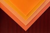 vista superiore della disposizione delle sfondo di fogli di carta colorata