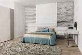 Hnědé a modré povlečení na postel v útulné ložnice