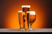 zár megjelöl kilátás a pohár sört elrendezése a narancssárga háttér