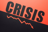 zur Ansicht des Wortes Krise und Rezession Pfeil auf schwarzem und rotem Hintergrund geteilt durch abfallende Linie