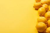 friss érett teljes citrom sárga háttér másolási hely