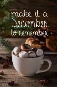 selektivní zaměření vánoční kakao s marshmallow na dřevěném stole s aby to prosinec zapamatovat ilustraci