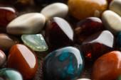 Fotografie Zavřít pohled na rituální štěstí vyprávění kameny na dřevěném pozadí