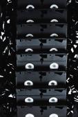 Fotografie Ansicht von VHS-Kassetten auf schwarzem Filmstreifen